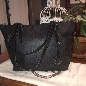 Michael Kors Jet Set East West zippered Tote